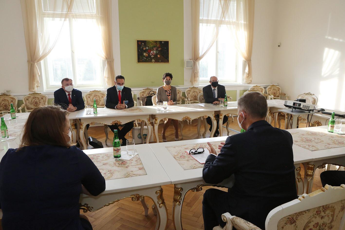 Entrevue avec le Premier Ministre de la République tchèque